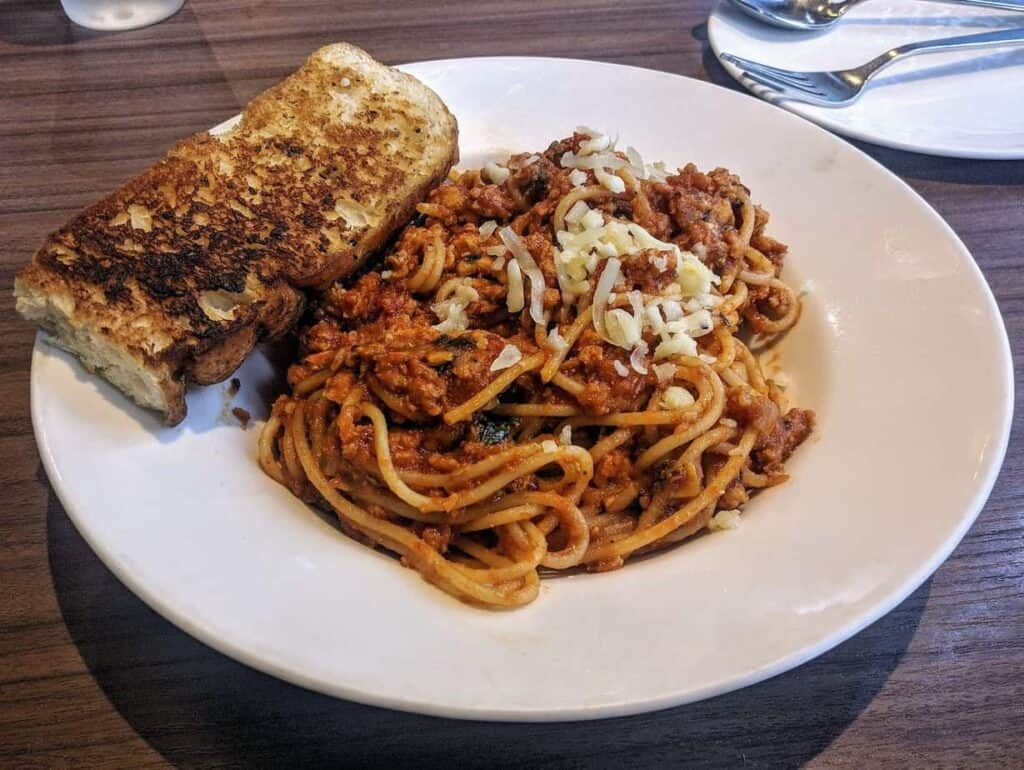 Cheap And Easy Spaghetti And Meat Sauce