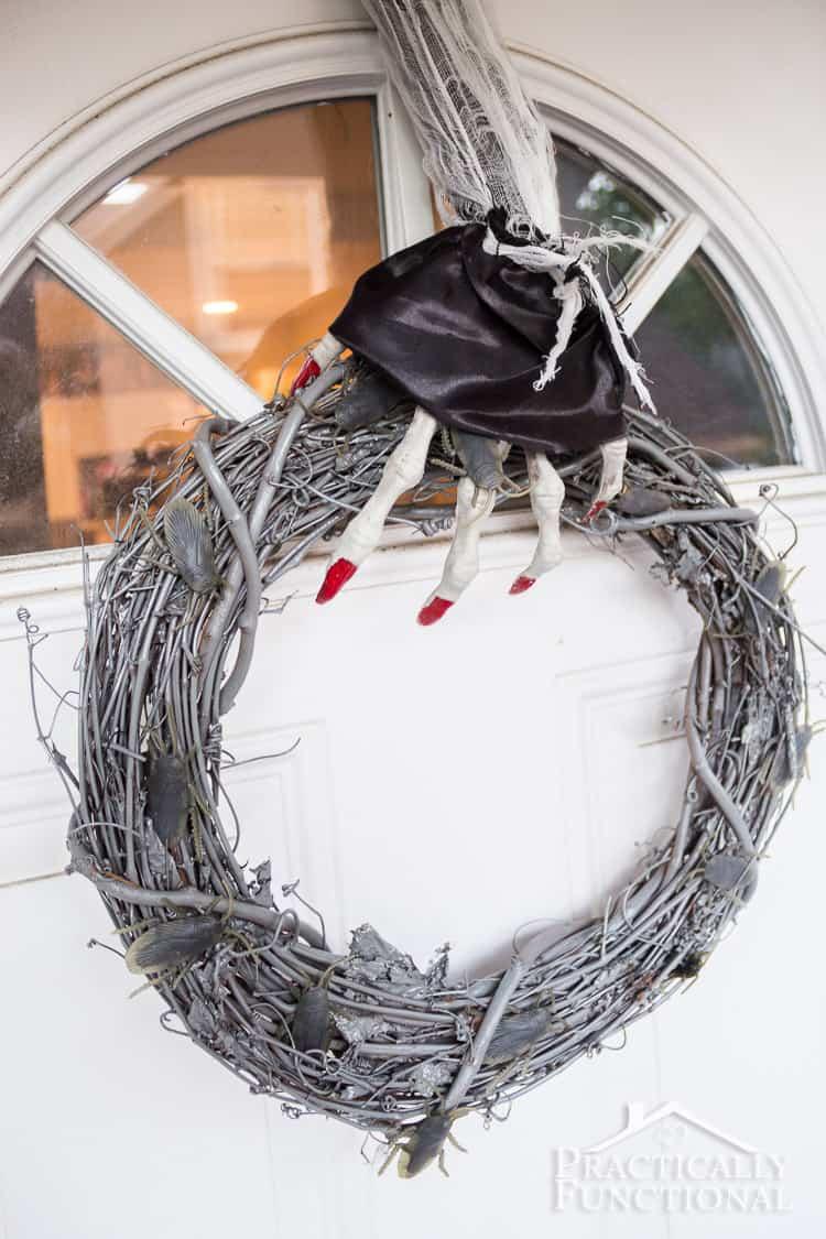 DIY Glow In The Dark Halloween Wreath