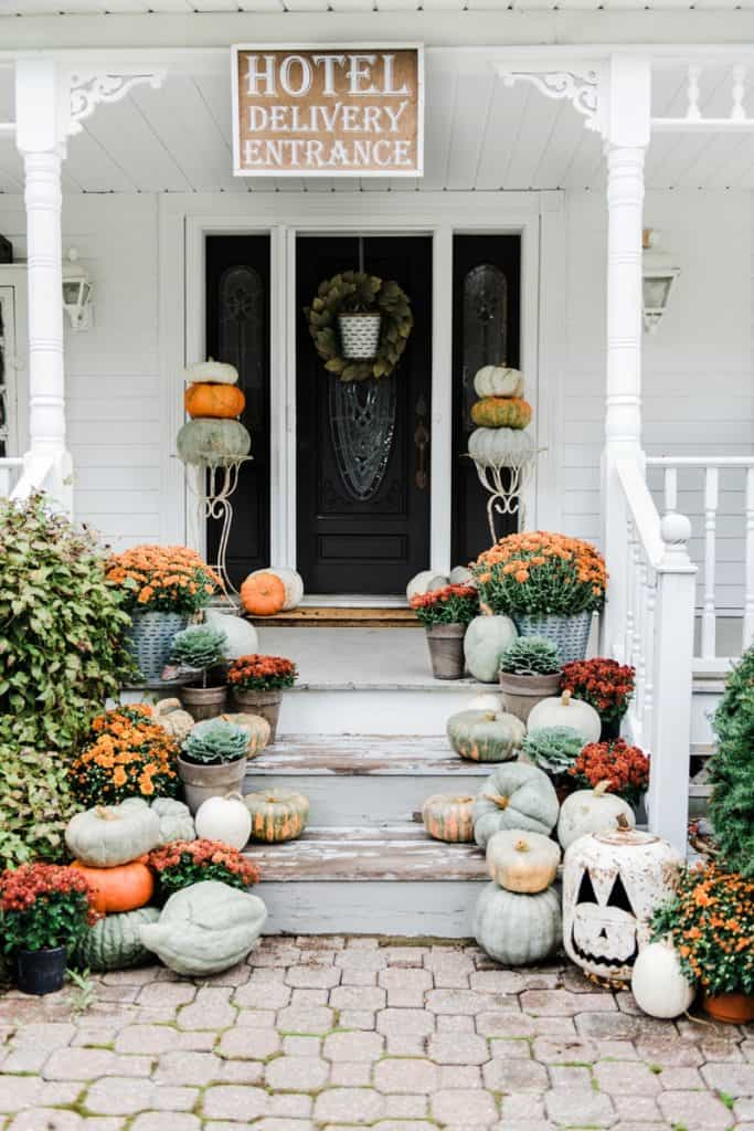 Farmhouse Halloween Porch Decoration ideas
