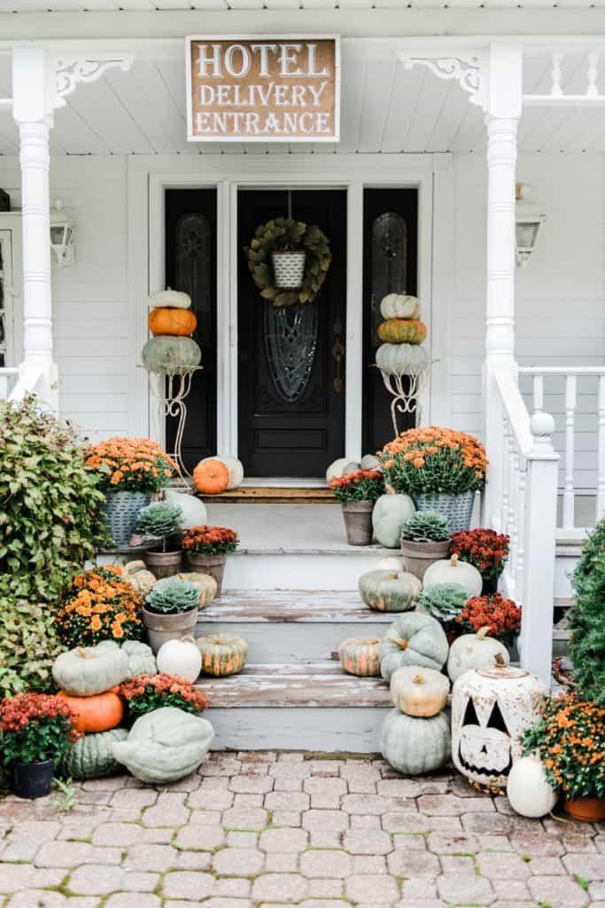 Farmhouse Halloween Porch Decoration ideas