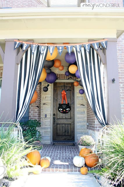 Kid Friendly Halloween Front Porch Decoration