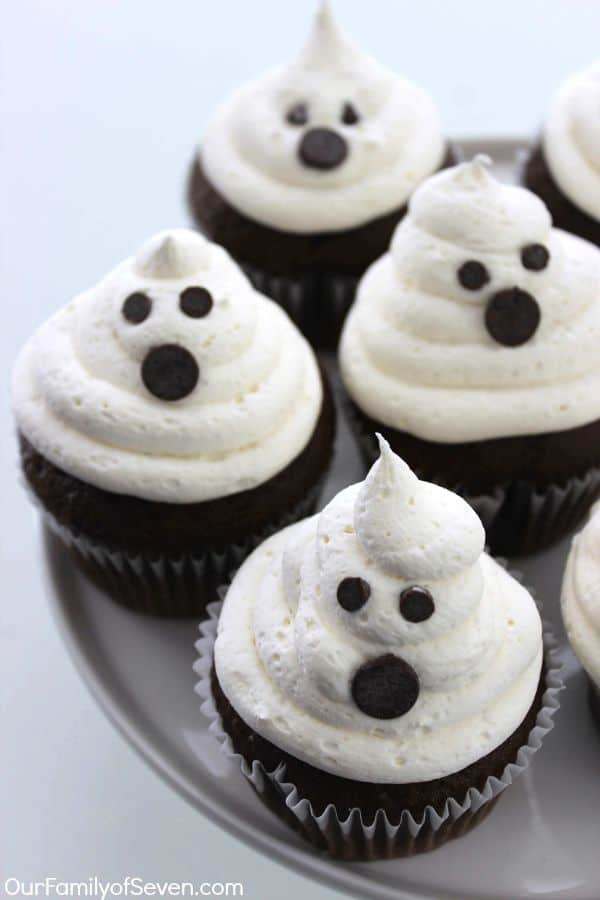 Marshmallow Ghost Cupcakes treats for Halloween that are easy and spooky