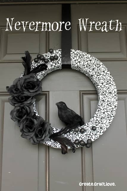 Easy DIY Halloween Crow Wreath
