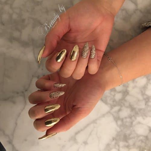 Elegant Gold Chrome Nail