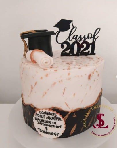Class of 2021 Cake, graduation cake design