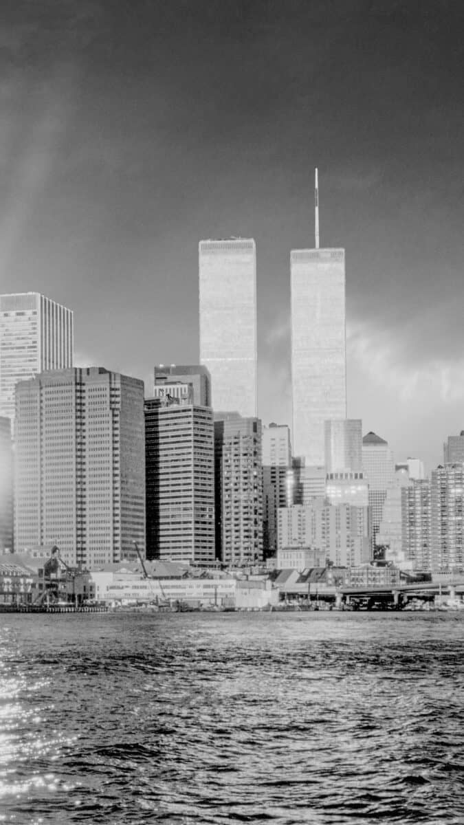 Black White NYC twin towers iPhone Wallpapers