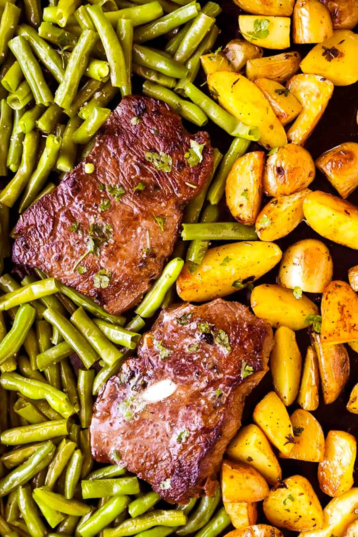 sheet pan with steaks, green beans and potatoes