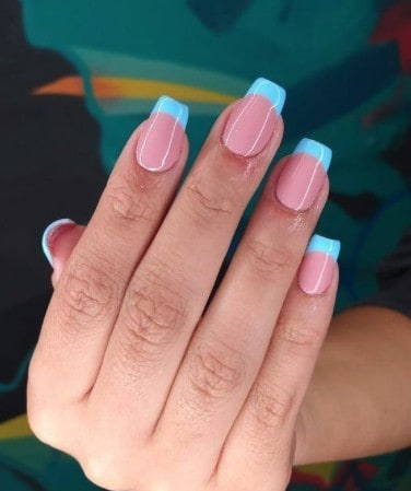 trendy french tip Long press on nails